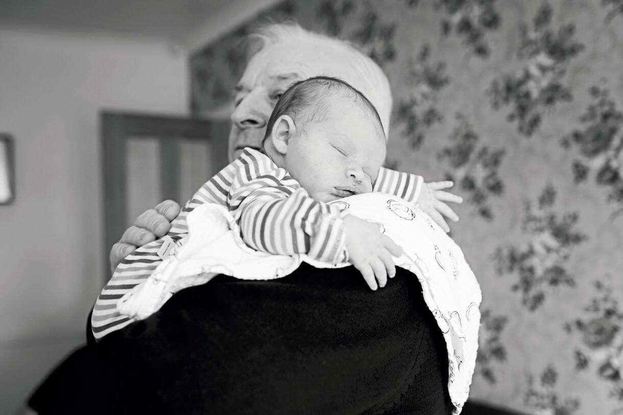 baby boy on his grandads shoulder